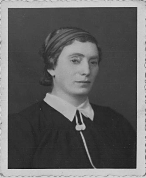 Portrait of Helene (Rochel Leah) Nichtburg née Schotten