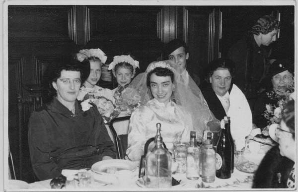 The bride Lici Nichtburg sitting next to her aunt Anna Balkind née Schotten, 1955.